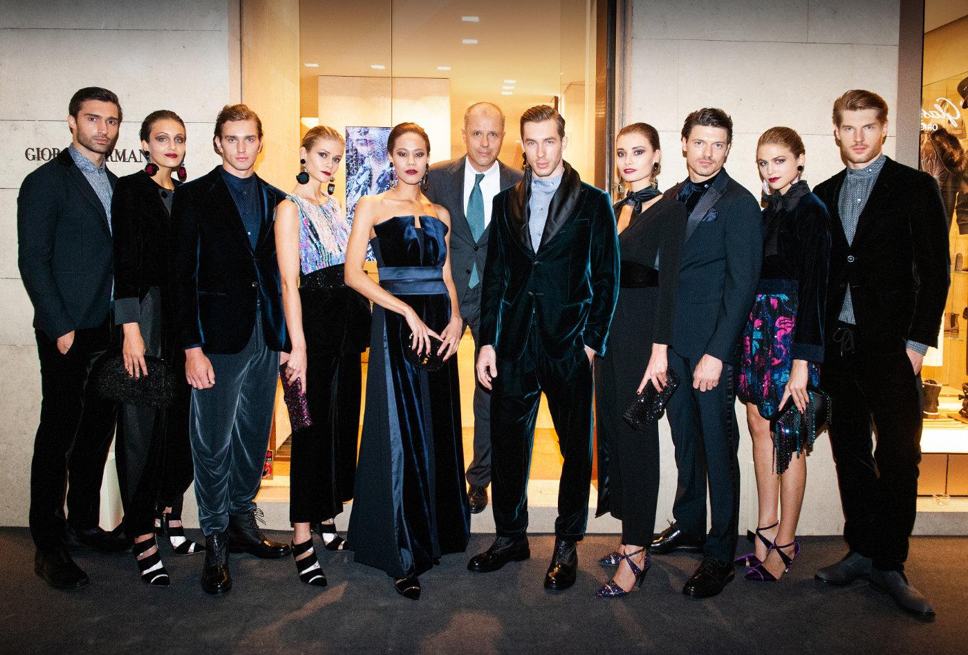 Gruppenfoto bei Präsentation der Armani Kollektion